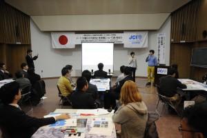 国土交通省の田中さんとミズベリングの真田さんによるプレゼンテーション